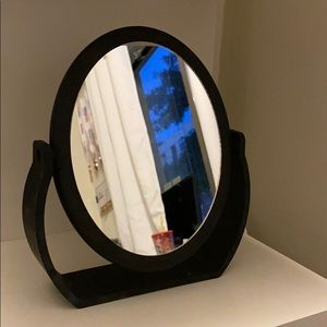 Dual-sided magnification mirror